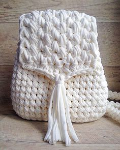 Marvelous Crochet A Shell Stitch Purse Bag Ideas. Wonderful Crochet A Shell Stitch Purse Bag Ideas. Crochet Diy, Love Crochet, Crochet Hooks, Crochet Backpack, Backpack Pattern, Mesh Backpack, Crochet Handbags, Crochet Purses, Crochet Designs