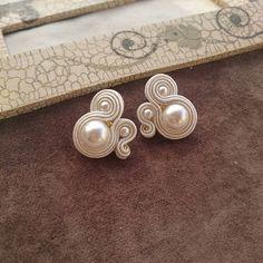 Gold Bridal Earrings, Diy Earrings, Earrings Handmade, Bridal Jewelry, Soutache Bracelet, Soutache Jewelry, Beaded Jewelry, Thread Jewellery, Fabric Jewelry