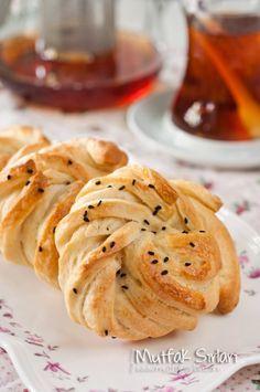 Burma Poğaça Baking Recipes, Snack Recipes, Dessert Recipes, Bread Recipes, Pan Relleno, Homemade Dinner Rolls, Savory Pastry, Vegetarian Breakfast Recipes, Tea Time Snacks