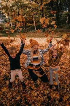 Fall Leaves in Vermont + A Life Update - Barefoot Blonde by Amber Fillerup Clark Fall Family Photo Outfits, Fall Family Pictures, Family Picture Poses, Fall Photos, Autumn Photography, Family Photography, Photography Poses, Amber Fillerup, Barefoot Blonde