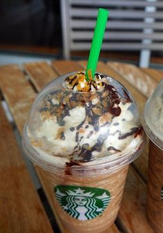 "Starbucks Secret Menu Item: Samoa Frappuccino - I love Samoa Girl Scout Cookies. Gotta try this. Quite a few yummy drinks on this ""Secret menu"" Moca, Drink Menu, Food And Drink, Yummy Drinks, Yummy Food, Fancy Drinks, Fun Food, Starbucks Secret Menu Items, Starbucks Recipes"