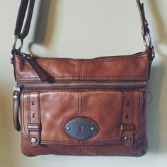 ❗️FLASH SALE❗️Fossil Leather Purse Fossil brown leather purse with a lot of life left. Missing about an inch of stitching where the strap hides it when you're wearing it. Fossil Bags Shoulder Bags