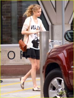 taylor swift opening acts 08 Taylor Swift stops at a Publix supermarket for some last minute items before leaving for the next leg of her world tour on Friday (March 4) in Nashville, Tenn. …