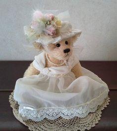 Miss Claudia by Bott-M-Bears