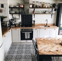 If you want to add a special touch to your Scandinavian dining room lighting des. - Decor Diy Home Kitchen Rug, New Kitchen, Kitchen Decor, Kitchen Ideas, Apartment Kitchen, Kitchen Black, Kitchen Backsplash, Black Backsplash, Cozy Kitchen