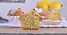 Aprende a preparar esta receta de Magdalenas de limón con relleno de limón, por Alma Obregón en elgourmet
