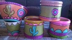 Macetas de barro pintadas a mano, diferentes medidas. Painted Clay Pots, Painted Flower Pots, Ceramic Pots, Terracotta Pots, Pottery Painting Designs, Decorative Gourds, Cactus Pot, Cement Pots, Clay Pot Crafts