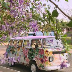 Det här måste väl va den perfekta bilen/bussen att ta sig fram på sin semester. Någon har pimpat den till en dröm jippi hippi. Den skulle…