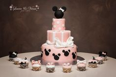 Classic Minnie cake and cupcakes idea Minnie Mouse party