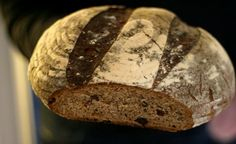Vörtbröd med kryddor, must, porter och surdeg - precis som det ska vara Vi har alla något som är det absolut viktigaste på julbordet. Det där som v