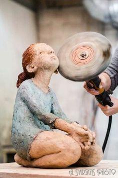 Jurga Martin working on her sculpture Paper Mache Sculpture, Sculptures Céramiques, Pottery Sculpture, Sculpture Art, Statues, Ceramic Figures, Clay Figures, Contemporary Sculpture, Contemporary Ceramics