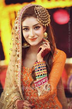 Looking for Mehendi gota jewellery? Browse of latest bridal photos, lehenga & jewelry designs, decor ideas, etc. Pakistani Wedding Hairstyles, Pakistani Bridal Makeup, Bridal Mehndi Dresses, Pakistani Wedding Dresses, Bridal Outfits, Indian Bridal, Bride Indian, Pakistani Mehndi Dress, Mehndi Hairstyles