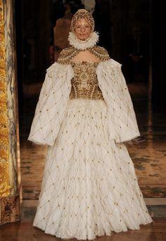 Alexander McQueen Collection   Paris Fashion Week: Alexander McQueen autumn/winter 2013