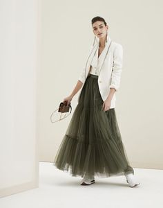 Find out the Woman's outfit Brunello Cucinelli. Get inspired by: Blazer, Sleeveless Top, Maxi Skirt. Look Fashion, Autumn Fashion, Fashion Outfits, Dress Fashion, Fashion Trends, Skirt Outfits Modest, Style Photoshoot, Skirt And Sneakers, Summer Outfits Women