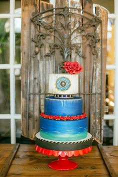 Cuban-inspired wedding cake designed by The Wedding Cake Shoppe | Photo by Magnolia Studios #cake #cakes #Cuban