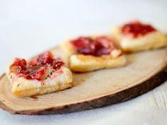 Hojaldritos con queso de cabra y mermelada de frutos rojos  #recetas #hojaldre #queso #mermelada #aperitivos #canape #charhadas