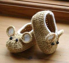 Si te encantar tejer, te damos algunas ideas para crear zapatitos increíbles para tu tesoro.