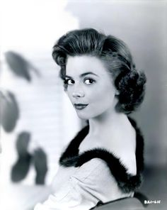 Natalie Wood looking flawless.