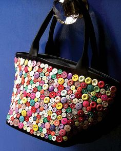 10 Easy Button Crafts - Here's our selection of craft projects to put your buttons to good use, and make something beauti - Button Art, Button Crafts, Sacs Tote Bags, Diy Accessoires, Diy Buttons, Fabric Bags, Handmade Bags, Bag Making, Purses And Bags