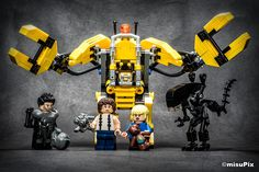 Custom of the WeekHicks, Ripley and Newt as well as the Queen from Aliens (LEGO moc) by Michael Schuster (misupix)