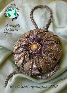 """Armadillo Blossom Purse"" by Mikki Ferrugiaro Beaded Shoes, Beaded Clutch, Beaded Purses, Beaded Bags, Beaded Jewelry, Bead Crochet, Crochet Earrings, Unique Purses, Vintage Clutch"