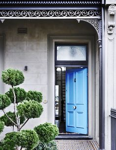 A Bright Blue Front Door Promises Something Special Inside This Victorian Terrace In Where A Modern Rear Extension Brings A Whole New Dimension To The Home. Photograph: Derek Swalwell Australian House and Garden Terraced House, Modern Victorian, Victorian Homes, Victorian Terrace House, Terrace House Exterior, Beautiful Front Doors, Architecture Design, Fashion Architecture, Residential Architecture