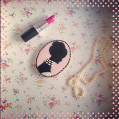 Silouette cookie. Original tutorial by Sweetopia