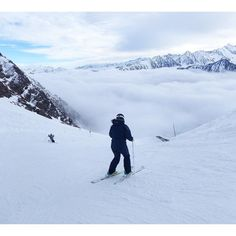 Adventure over the cloud. 나의 길잡이 피레네 토박이 Anna를 따라서 구름속으로 들어가기 전. #cauterets #pyrenees #피레네 #스키여행 #skitrip #스키장 by jeffrey4747