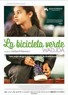 DVD CINE 2271 - La bicicleta verde (2012) Arabia Saudí. Dir: Haifaa Al-Mansour. Drama. Infancia. Feminismo. Sinopse: a directora, a 1ª en Arabia Saudí, basease na súa sobriña para falar de Wadjda, de dez anos. Ela vive nunha sociedade tan tradicional que certas cousas como ir en bicicleta estanlle totalmente prohibidas. Desexa unha para poder competir co seu amigo Abdullah nunha carreira, pero a súa nai non llo permite porque as bicicletas son un perigo para a dignidade dunha moza