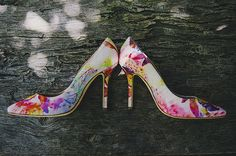 Gorgeous floral-print Oscar de la Renta bridal shoes, photo by Lisa Lefringhouse Photography | via junebugweddings.com
