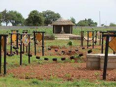 Gardens prayer garden and rosaries on pinterest for Rosary garden designs