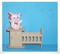Miniatura feita em mdf, utilizada para decoração de porta maternidade. R$ 4,73