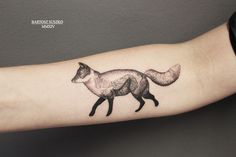 #foxtattoo #tellstory #illustrationtattoo #dotwork #fox