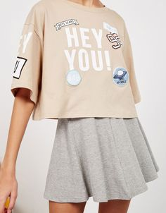 BSK 'Hey You' patches top. Discover this and many more items in Bershka with new products every week