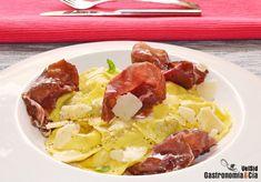 Ravioli de queso y de boletus con carpaccio de cecina y