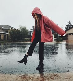 Rainy Day Pictures, Rain Pictures, Insta Pictures, Rainy Day Photography, Rain Photography, Girl Photography Poses, Picture Poses, Photo Poses, Picture Ideas