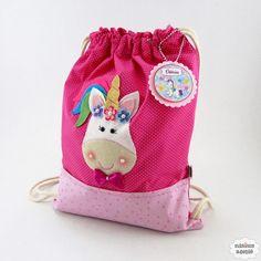 Mochila unicórnio com forro confeccionada em tecido de algodão nas cores poá pink e rosa com estrelinhas. Produto 100% artesanal.