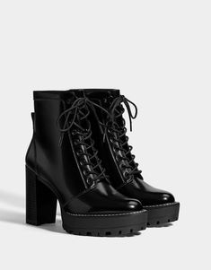 Discover the latest trends in Ankle boots with Bershka. Log in now and find 37 Ankle boots and new products every week High Heel Combat Boots, Platform Ankle Boots, Platform High Heels, Heeled Boots, Ankle Heel Boots, High Heels Plateau, Jugend Mode Outfits, Cute Boots, Dream Shoes