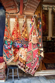 Shopping in Istanbul Istanbul Market, Istanbul Travel, Diy Carpet, Rugs On Carpet, Textile Patterns, Textiles, Grand Bazaar Istanbul, Carpet Shops, Oriental
