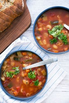 Minestrone soup – recipe for delicious soup and an easy minestrone - Suppe Lchf, Soup Recipes, Healthy Recipes, Cook N, Recipes From Heaven, Corn Chowder, Easy Cooking, Food Inspiration, Good Food