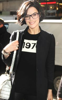 Short Hair - Jaimie Alexander Only Covers 8 of Her 9 Tattoos for 'Blindspot' - Mypin Pretty Hairstyles, Bob Hairstyles, Hairstyles Pictures, Trending Hairstyles, Casual Hairstyles, Brunette Hair Cuts, Brunette Bob Short, Latest Short Haircuts, Corte Y Color