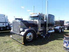 Trucking Peterbilt 359, Peterbilt Trucks, Cool Trucks, Big Trucks, Tow Truck, Limo, Semi Trucks, Buses, Trailers