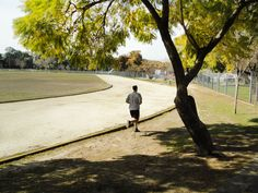 Correr abajo de los árboles hace todo más natural y divertido.