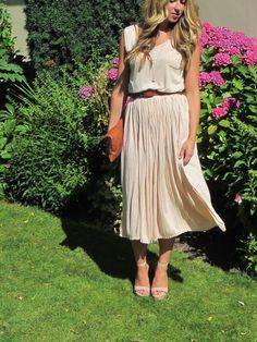 Cara, from A Fashion Love Affair, in a charming Ruche dress.