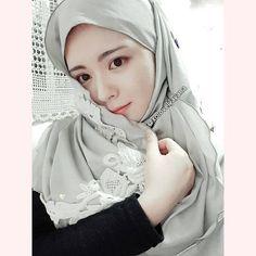Modele Hijab, Beautiful Hijab, Pashmina Scarf, Muslim Women, Girl Face, Hijab Fashion, Shawl, Cool Style, Hijabs