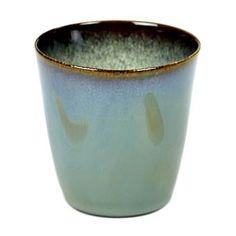 Fonq; Creëer een magisch sfeertje met de bijzondere Serax (koffie)bekers uit de Terres de Rêves serie. Deze conische beker is gemaakt van verfijnd keramiek dat voorzien is van een harde glazuurlaag in een aardse kleur.