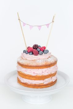Naked Cake <3 Birthday Cake <3 Rasperry, Lemon, Mascarpone http://littlecity.ch/naked-cake-mit-himbeer-mascarponefuellung-zum-kindergeburtstag-rezept/