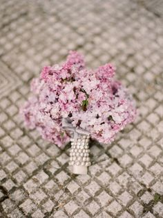 The bride's bouquet is almost as important as her wedding dress. With so many flowers and options, it is time to put together your own spring wedding bouquet. Spring Wedding Bouquets, Lilac Wedding, Bride Bouquets, Bridesmaid Bouquet, Floral Bouquets, Dream Wedding, Spring Weddings, Bouquet Wedding, Paris Wedding