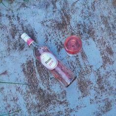 Kísérő a vacsihoz 🍷😍Rosé for the dinner 😋···#juhasztestverekpinceszete #juhaszrose #rose #wineoftheday #rosewine #roastedbacon #winedrinking #winetime #winephoto #vinorosado #instawine #mutimitiszol