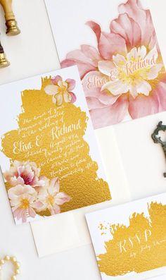 Tropische Hochzeitspapeterie mit Blumen Print auf der Einladungskarte.